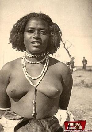 Retro xxx. Classic African ladies showin - XXX Dessert - Picture 5