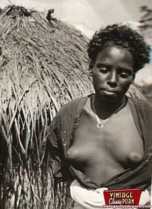 Retro xxx. Classic African ladies showin - XXX Dessert - Picture 6