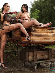 Bdsm girls. Nothing like a little water to - Unique Bondage - Pic 4