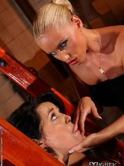 Femdom spanking. Blonde domina stuffing - Unique Bondage - Pic 3
