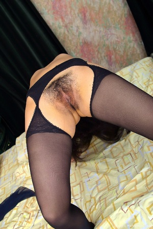 Hairy vagina. Avery settles down in her  - XXX Dessert - Picture 10