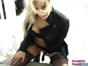 Gorgeous blonde. Naughty Sarah like to p - XXX Dessert - Picture 12