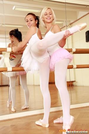 Girl on girl porn. Two lesbo ballerinas  - XXX Dessert - Picture 2