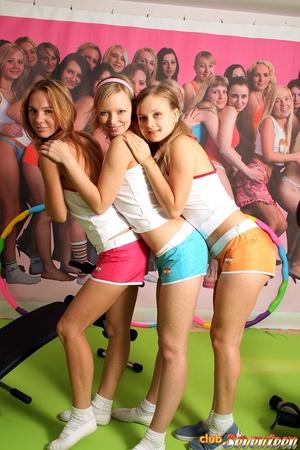 Girl on girl porn. Three cute lesbo frie - XXX Dessert - Picture 2