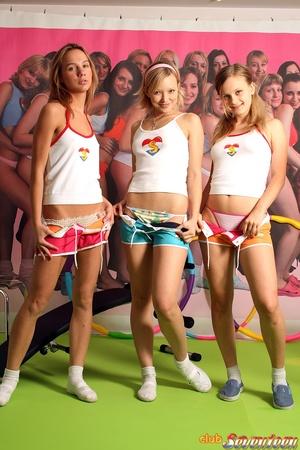 Girl on girl porn. Three cute lesbo frie - XXX Dessert - Picture 3