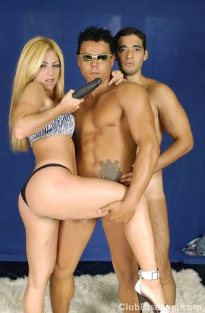 Bi porn. Hot Brazilian Threesome Posing  - XXX Dessert - Picture 6