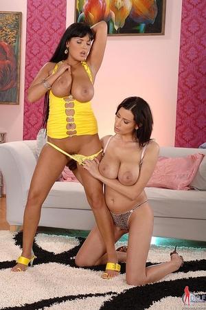 Sexy boobs. Busty babes Jasmine Jane hav - XXX Dessert - Picture 10