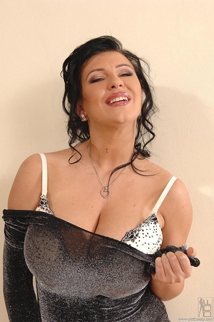 Tits porn. Big, bouncy-breasted Kora toy - XXX Dessert - Picture 2