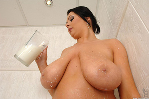 Big busty. Big tits babe Marille's boobs - XXX Dessert - Picture 9