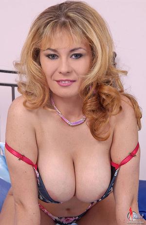 Big boobs. Blonde busty babe Constance D - XXX Dessert - Picture 3
