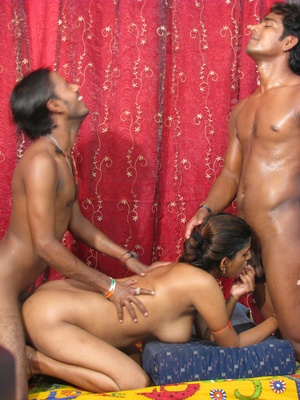 India nude. Indian slut gets drilled. - Picture 1