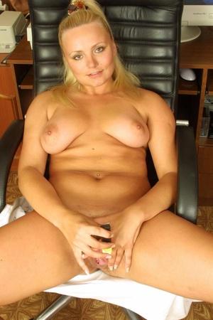 Hairy. Stacked blonde unleashes her boun - XXX Dessert - Picture 15