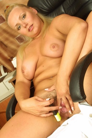 Hairy. Stacked blonde unleashes her boun - XXX Dessert - Picture 17