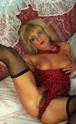 Sexy hairy pussy. Blonde hottie flaunts  - XXX Dessert - Picture 2