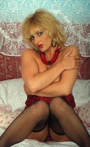 Sexy hairy pussy. Blonde hottie flaunts  - XXX Dessert - Picture 3