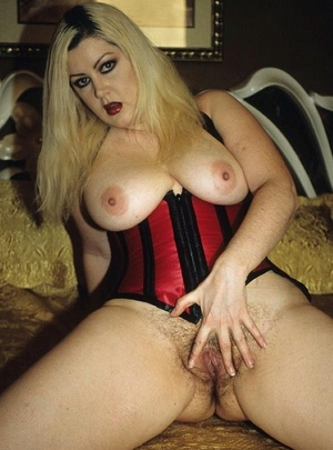 Hairy vagina. Sexy blonde plumper flaunt - Picture 8