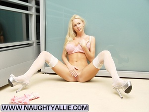 Mommy milfs. Busty Blonde Babe Poses In  - XXX Dessert - Picture 8