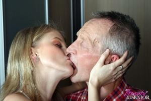 Teen porn. Teenie babe fucking a senior  - XXX Dessert - Picture 3