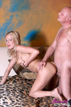 Old and young. Grandpa gets a good sexua - XXX Dessert - Picture 4
