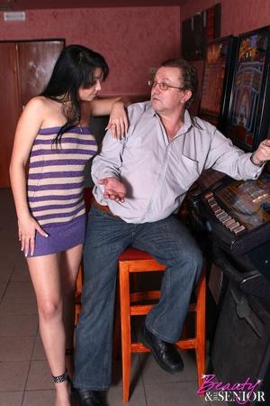 18 teen xxx. Old gambler gets the luck t - XXX Dessert - Picture 3