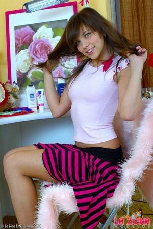 Latinas sexy. Luna pleasures herself wit - XXX Dessert - Picture 3