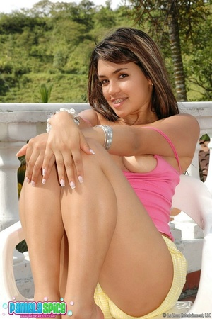 18 teen porn. Pamela's pussy is finger l - XXX Dessert - Picture 5