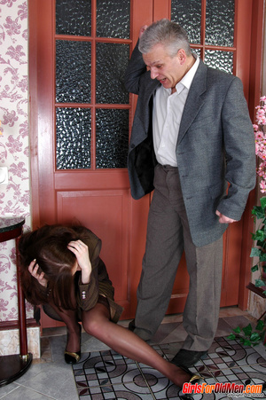 Old & young sex. Pretty office girl  - XXX Dessert - Picture 4