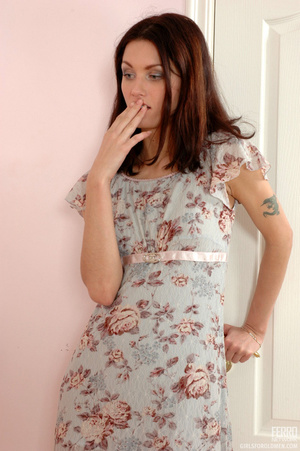Old & young sex. Slim girl opening h - XXX Dessert - Picture 1