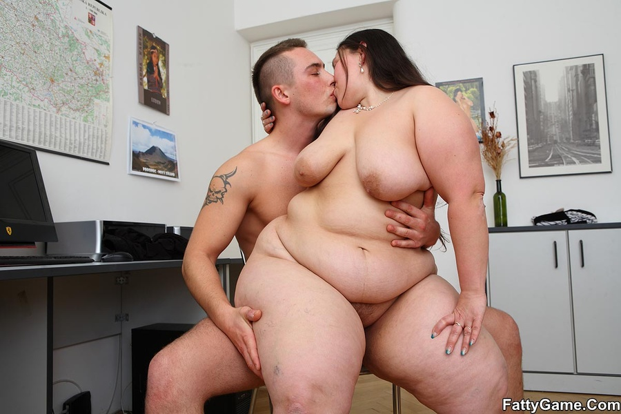 Free fat sex. She was working on her comput - XXX Dessert - Picture 15