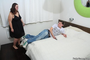 Free fat porn. The hot masseuse rubs oil - XXX Dessert - Picture 2