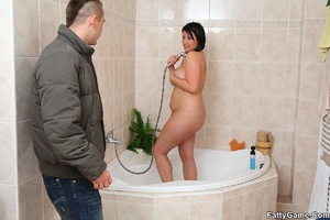 Fat women. He comes in on her as she tak - XXX Dessert - Picture 6