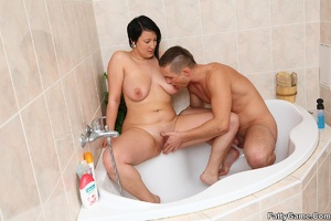 Fat women. He comes in on her as she tak - XXX Dessert - Picture 11