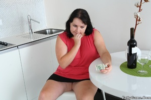 Sexy fat girls. Horny BBW slut with a gr - XXX Dessert - Picture 1