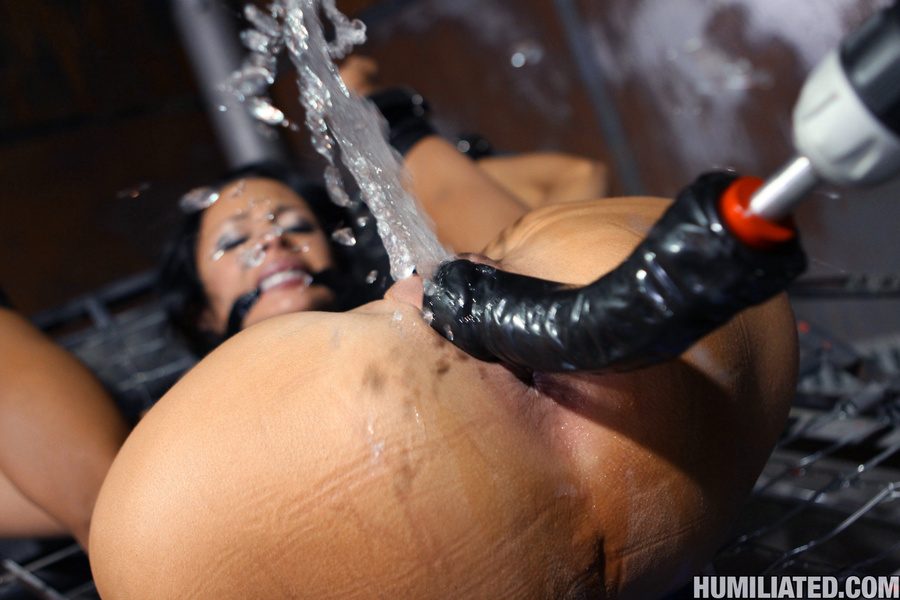 Women squirt. Gushing bondage whore fucked  - XXX Dessert - Picture 6