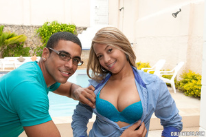 Bubble butt. Busty latina gets atoy in h - XXX Dessert - Picture 1