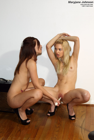 Franziska Spreads and Licks Maryjane Joh - XXX Dessert - Picture 13