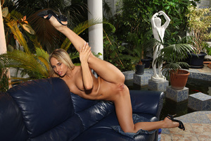 Aleska Diamond Fingering Before Gaped wi - XXX Dessert - Picture 13