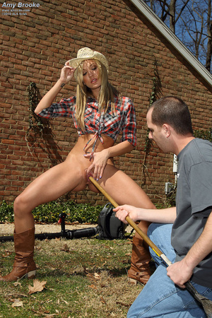 Amy Brooke Spreads Shaved Pussy on the B - XXX Dessert - Picture 10