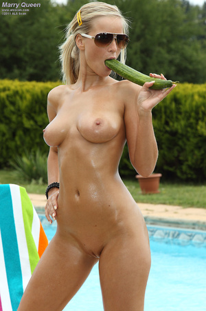 Voluptuous Marry Queen Strips Bikini For - XXX Dessert - Picture 9