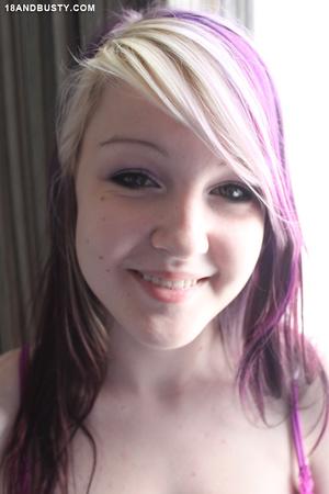 Extreme adorable teen exposes her gorgeo - XXX Dessert - Picture 3