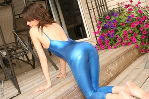 Gorgeous brunette nymph posing in blue s - XXX Dessert - Picture 5