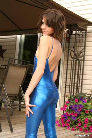 Gorgeous brunette nymph posing in blue s - XXX Dessert - Picture 15