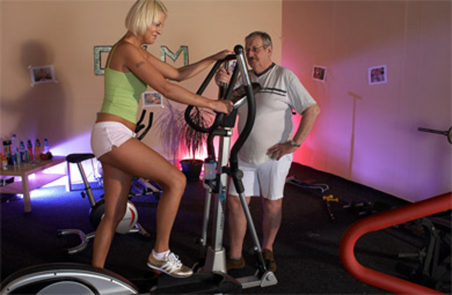 Local Gym Trainer Fucking A Hot Willing Teenage Sweetie -5751
