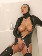 Hot Porn Star Hanna Hilton in a tight - Unique Bondage - Pic 14