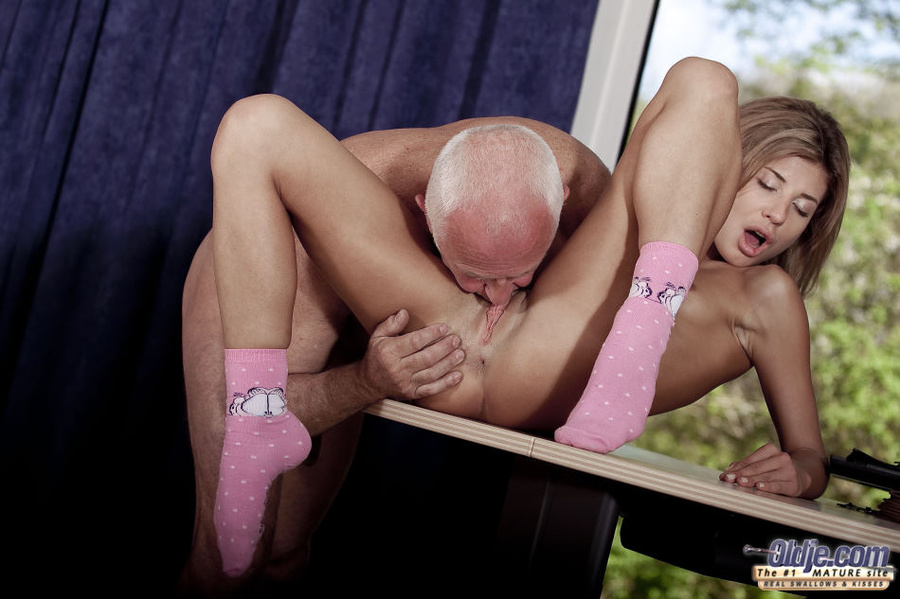 Sister caught brother xnxx