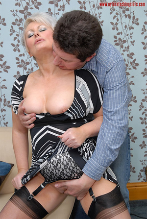 Mature blonde chock in awesome black sto - XXX Dessert - Picture 8