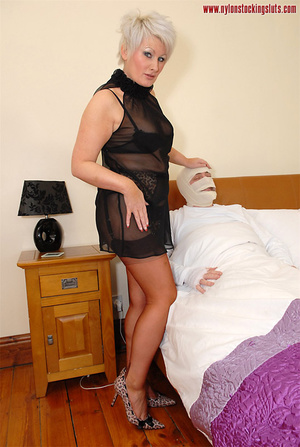 Blonde mature mil in awesome nylons gets - XXX Dessert - Picture 2