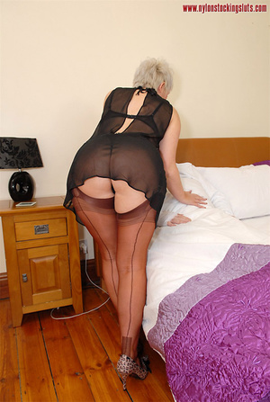 Blonde mature mil in awesome nylons gets - XXX Dessert - Picture 3