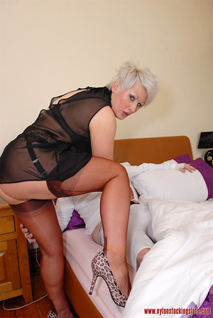 Blonde mature mil in awesome nylons gets - XXX Dessert - Picture 6