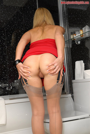 Stunning blonde in sexy stockings pleasi - XXX Dessert - Picture 4